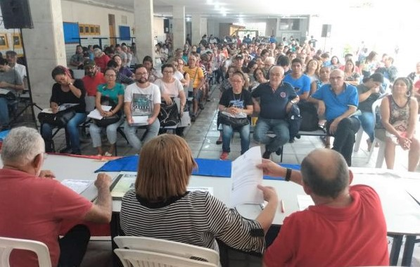 Professores do Estado rejeitam proposta do governo para piso salarial e ameaçam greve