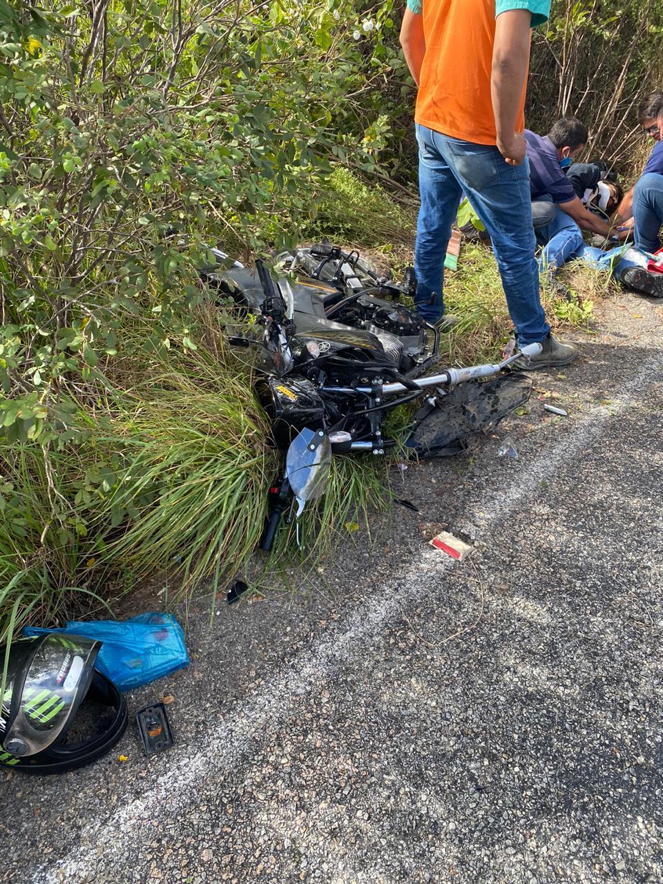 Motociclista envolvido no acidente da RN 042 teve fraturas em pernas e braços